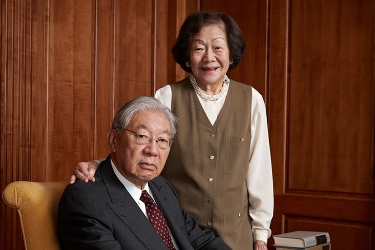 An image of the Lee Family.