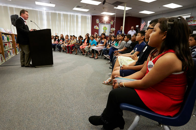 A audience of students listening to the UNLV President Len Jessup