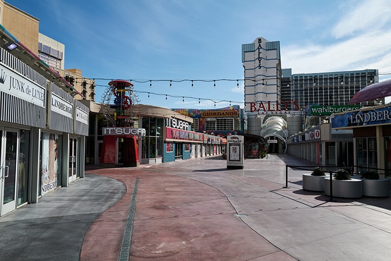 Several shops and Bally's entrance