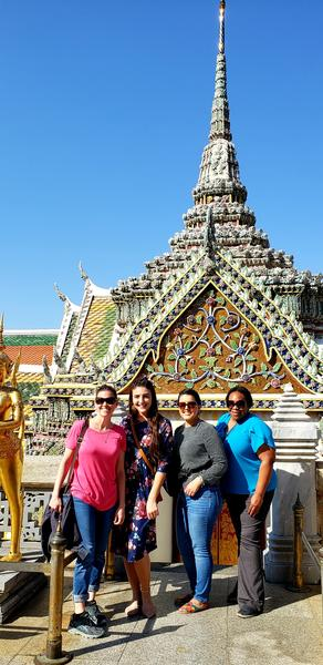 Picture of Cohort 17 students and Tifferney White at the Grand Palace in Bangkok, Thailand