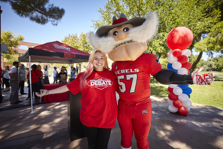 Hey Reb! poses with student wearing debate t-shirt