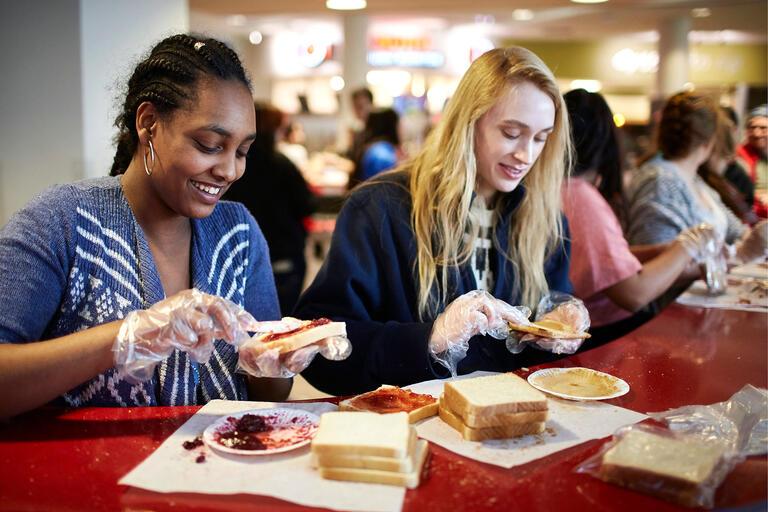 volunteers prepare lunches