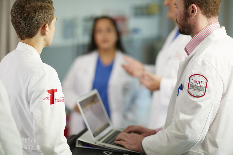 doctors in emergency room