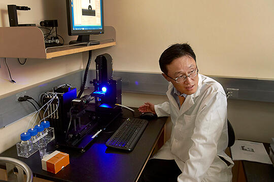 Kwang Jim Kim in research lab