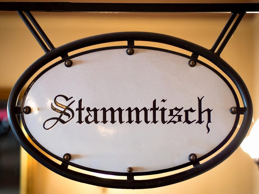 A sign that says: Stammtisch