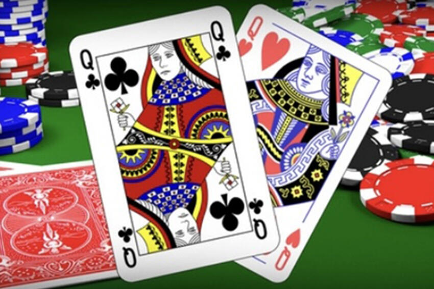 Playing Cards: Queen of Spades, Queen of Hearts
