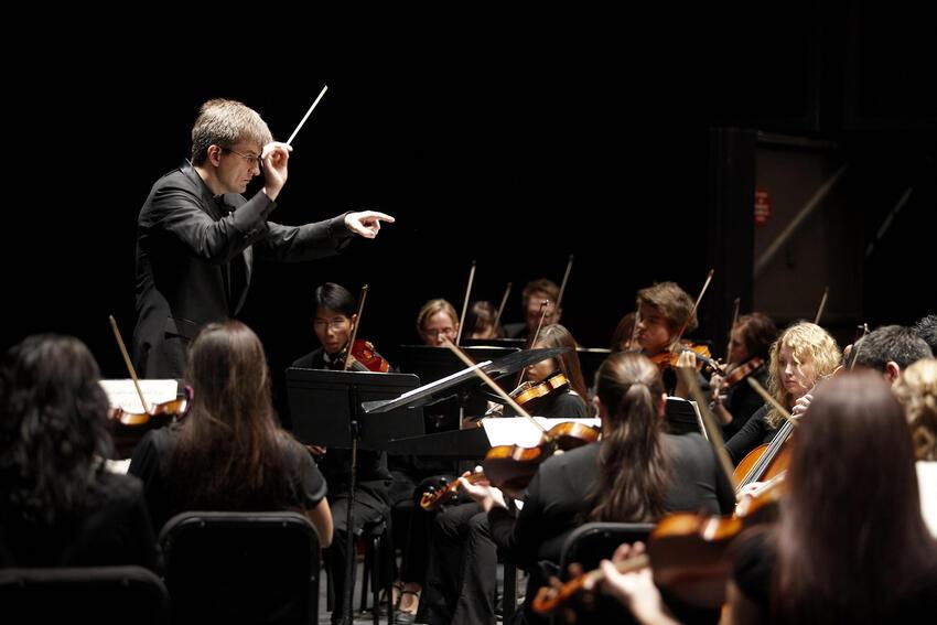 Taras Krysa conducts the UNLV Symphony Orchestra